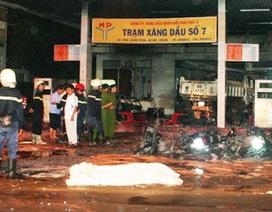 Xe ben tông nổ cây xăng, một người tử nạn