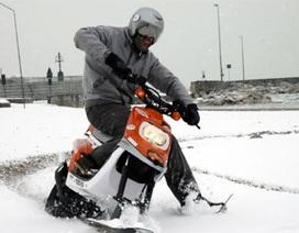 Xe máy đi trên tuyết