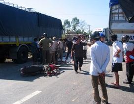 Xe máy đâm vào ô tô tải, 2 người tử nạn