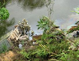 Xe tải lao xuống suối, lái xe chết đuối