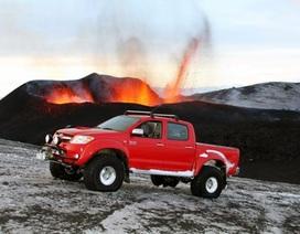Toyota Hilux đùa với lửa