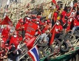 """Thái Lan: Thủ tướng bác bỏ điều kiện đàm phán, """"áo đỏ"""" đổi màu"""