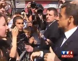 """Tổng thống Pháp """"nổi trận lôi đình"""" với một thanh niên"""