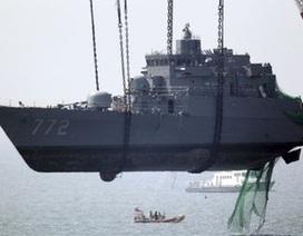 Hàn Quốc vớt nửa còn lại của tàu chiến, tìm thấy thêm bằng chứng