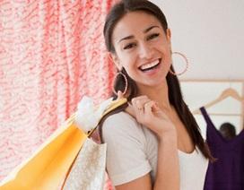 Phụ nữ dành 3 năm cuộc đời để mua sắm