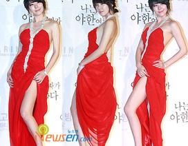Người mẫu Playboy xứ Hàn quyến rũ với đầm đỏ