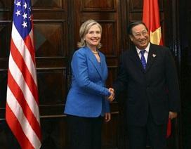 Ngoại trưởng Mỹ Clinton đến Hà Nội
