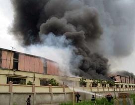 Cháy dữ dội tại khu công nghiệp ở Hà Đông
