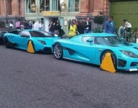 """Bộ đôi siêu xe bị """"khoá càng"""" ở London"""