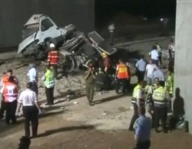 Israel: Tàu hỏa đâm xe buýt, 7 người thiệt mạng