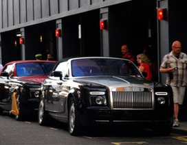 """Rolls-Royce Phantom cũng bị """"khoá càng"""" ở London"""