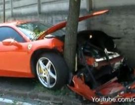 """Siêu xe Ferrari 458 Italia """"ôm"""" cây"""