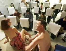 """Phận người cơ cực sau những bức vẽ """"nude"""""""