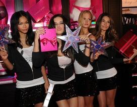 """""""Thiên thần nội y"""" khuấy động cửa hiệu Victoria's Secret"""