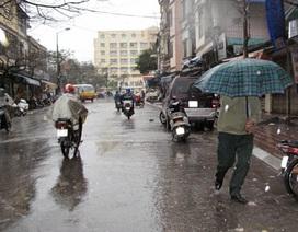 Hà Nội mưa rét, miền Trung đề phòng lũ quét