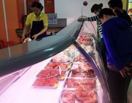 """""""Sợ"""" giá thị trường, dân kéo nhau vào siêu thị mua thực phẩm"""