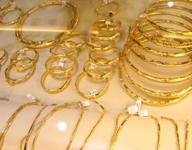 Vàng, bạc và dầu thô thế giới giảm, vàng trong nước tăng nhẹ