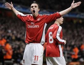 Van Persie lập công giúp Arsenal thắng sít sao Roma
