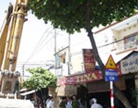 Một công nhân bị điện giật chết trên cây