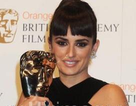 """Kate Winslet, Penélope Cruz lại """"sáng"""" tại lễ trao giải BAFTA"""
