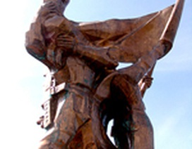 """Đề nghị truy tố 10 bị can vụ """"rút ruột"""" tượng đài Điện Biên Phủ"""