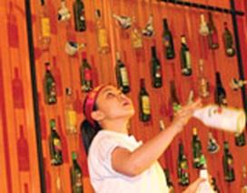 Bartender Sài Gòn múa chai