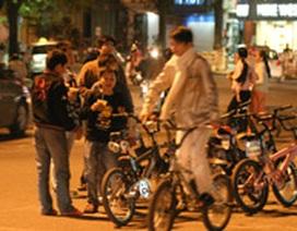 9X quậy Hồ Gươm bằng xe đạp ruồi