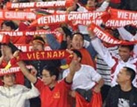 CĐV Singapore quá khích dùng dao tấn công khán giả Việt Nam