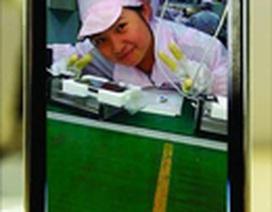 Ảnh cô gái trong nhà máy sản xuất iPhone gây náo động Internet