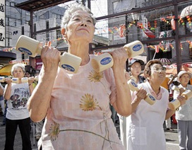 Nhật Bản: Thu nhỏ cúp bạc cho người trăm tuổi