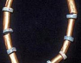 Tìm thấy chiếc vòng vàng cổ xưa nhất