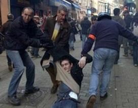 Người Mỹ hé mắt nhìn các cuộc biểu tình ở Pháp
