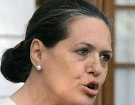 Bà Sonia Gandhi rời bỏ quốc hội Ấn Độ