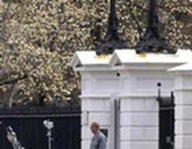 Phát hiện gói đồ lạ ném qua hàng rào Nhà Trắng