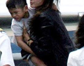 Bé Pax đã khóc khi rời Việt Nam