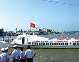 Hàng trăm hành khách hoảng loạn vì vỡ kính tàu cao tốc