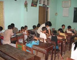 Trẻ vạn đò: Đói nghèo và khát chữ