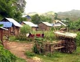 """Hơn 350 hộ dân bị """"bỏ quên"""" trong... núi"""