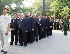Lãnh đạo TƯ Hội Khuyến học viếng Đại tướng Võ Nguyên Giáp