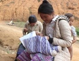 Độc đáo phong tục thêu váy đón Tết của thiếu nữ H'Mông