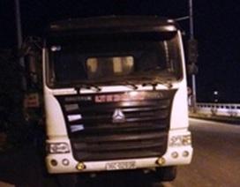 Đoàn xe quá tải bỏ chạy, tài xế cố thủ, đe dọa thanh tra giao thông
