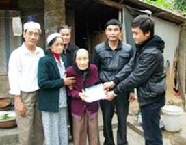 Hơn 8 triệu đồng tiếp tục đến với cụ bà 90 tuổi nuôi con mù lòa