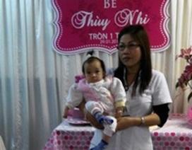 Ấm áp ngày sinh nhật tròn 1 tuổi của bé bị bỏ rơi nơi bệnh viện