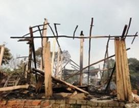 """Quảng Bình: """"Bà hỏa"""" thiêu rụi ngôi nhà đôi vợ chồng nghèo"""