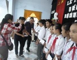Trao học bổng đến học sinh nghèo ở quê hương Đại tướng Võ Nguyên Giáp