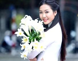 Á hậu Thùy Trang đẹp tinh khôi