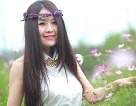 """""""Bạn gái tin đồn"""" của Cao Thái Sơn xinh tươi bên hoa"""