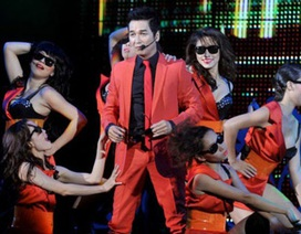 Nguyễn Hưng nâng bước người đẹp dự thi Nữ hoàng trang sức 2013