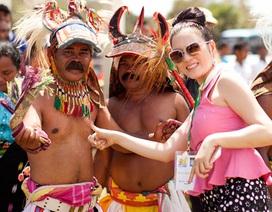 Lý Nhã Kỳ rạng rỡ ở vũ hội văn hóa Indonesia