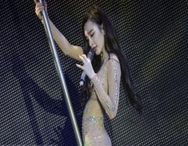 Biểu diễn quá phản cảm, Angela Phương Trinh bị cấm biểu diễn